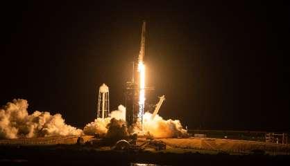 Les premiers touristes de SpaceX ont entamé leur croisière spatiale