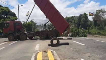 Mont-Dore : la RP1 toujours bloquée au niveau de Saint-Louis