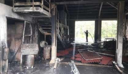 Un feu ravage plusieurs locaux du parc de la Rivière Bleue