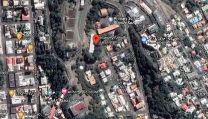 Chute d'une branche dans une école de Nouméa, deux élèves légèrement touchées