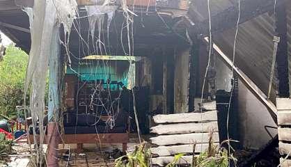À Touho, des voleurs mettent le feu à une voiture, l'incendie se propage à la maison