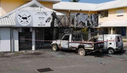 Deux véhicules et la devanture d'une boucherie incendiés à Pouembout