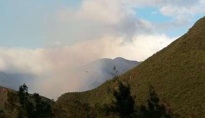 Incendie en cours à Dumbéa, 80 hectares de végétation brûlés