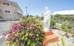 La statue de Saint-Joseph, qui est le protecteur de la congrégation. « Il nous donne ce dont on a besoin. Parfois, on n'arrive pas à payer des factures et hop, on reçoit un don », témoigne sœur Malia.
