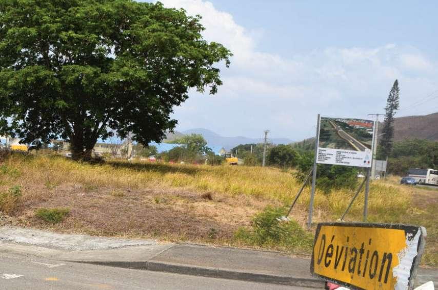 La jonction avec la RT1 au niveau du rond-point de Nogouta est suspendue jusqu'en février 2020. Photos J.J. et ville de Païta