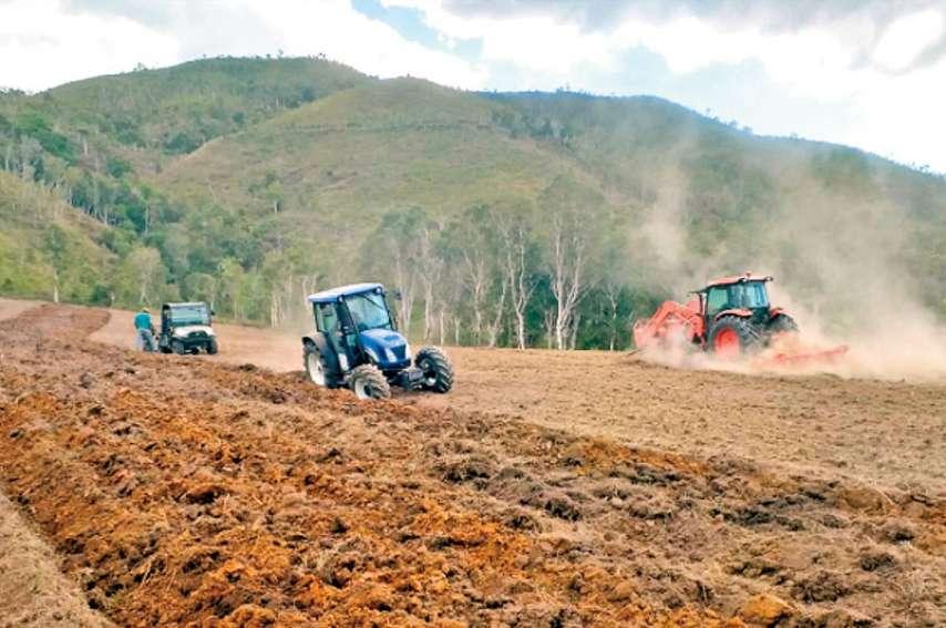Exercice en situation pour les stagiaires de la formation à la conduite d'un tracteur. Photo DR
