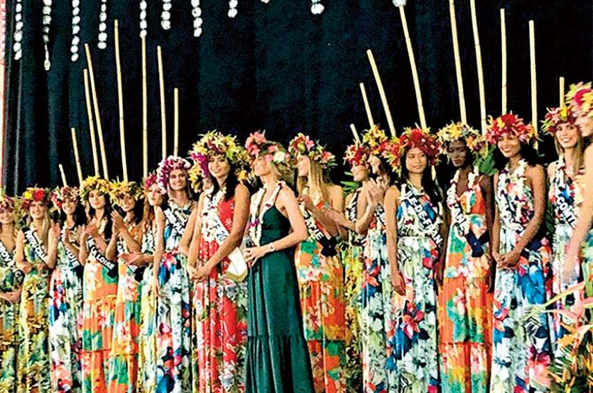 Hier, les jeunes filles ont été reçues par Edouard Fritch, à la présidence. Photo Radio1 Tahiti