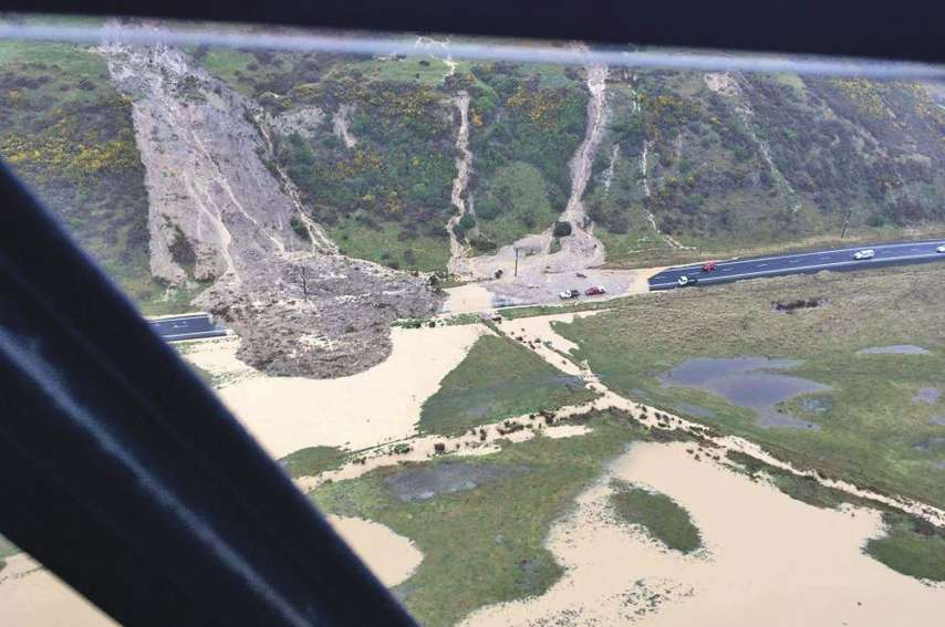 Les équipes de secours estiment qu'il va falloir des mois pour rétablir certains axes.