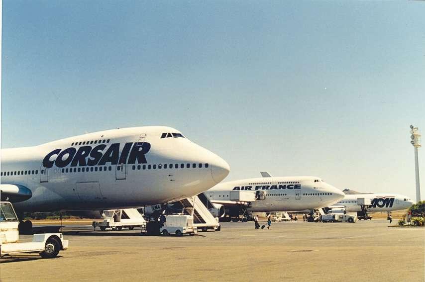 Corsair, Air France, AOM, à la fin des années quatre-vingt-dix à La Tontouta. Air Austral, et ses tarifs bas, y a aussi atterri, avant de fermer la ligne. Certains s'interrogent déjà sur la pérennité des tarifs de French Bee à Papeete.