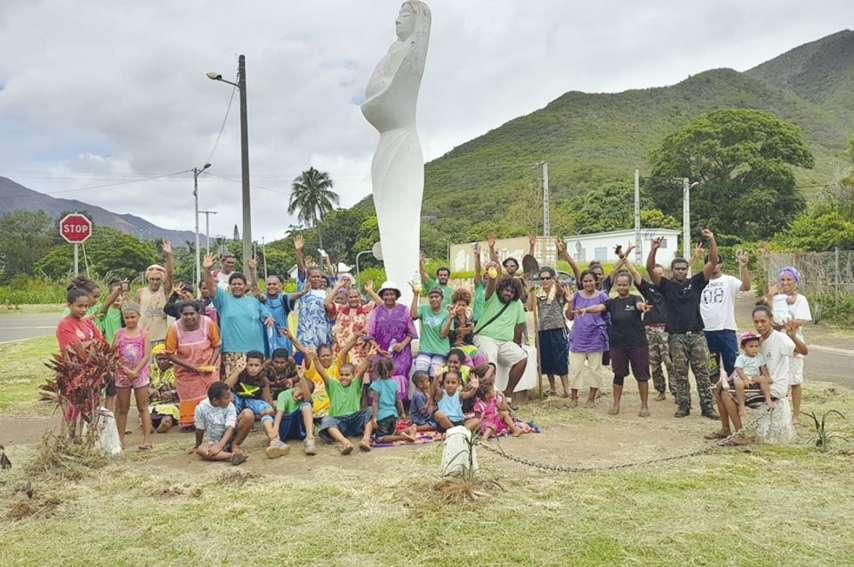 Une partie du milieu associatif de la commune a participé à la plantation d'arbres à l'entrée du village et dans  le quartier des Pétroglyphes.