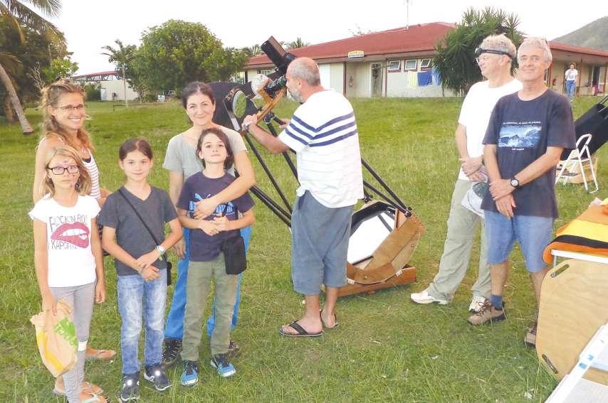 Le télescope Dobson T600 de l'association est resté à l'entière disposition du public.