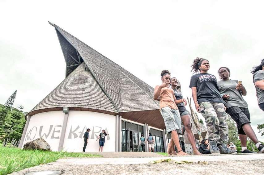 Traditionnellement occupé d'avril à fin octobre par la saison des mariages, le centre culturel Ko We Kara accueilleégalement deuils, journées culturelles, réunions politiques, assemblée générales d'associations et conseils syndicaux.