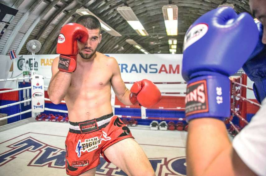 Cédric Do (à gauche) et Jérémy Leoni (à droite) viennent tous les deux du Caillou, mais c'est en Thaïlande qu'ils monteront sur le ring, chacun de leur côté, à l'occasion d'un combat professionnel ce week-end.