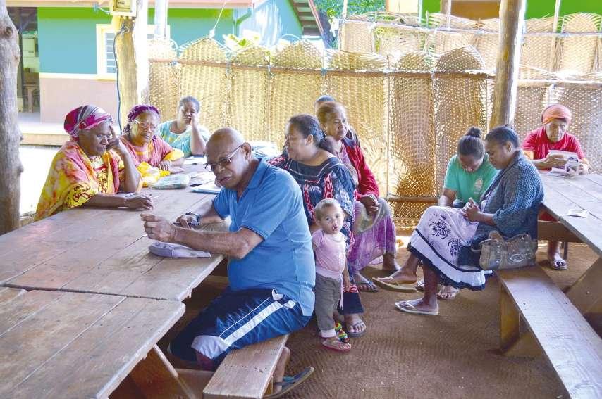 Une trentaine d'habitants ont participé aux débats, notamment menés par Théophile Kapétha, chef de clan. © A.T.