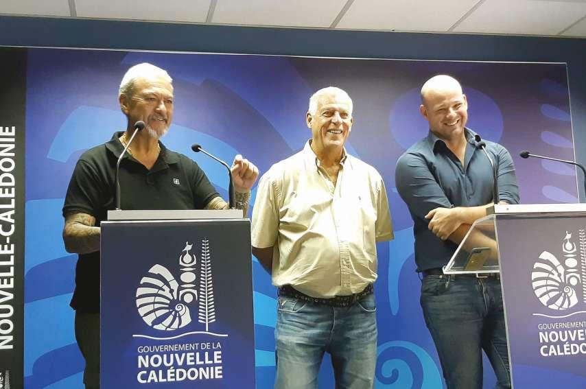 Le dispositif carte senior a été présenté hier par Christopher Gygès  (à droite) et deux représentants de l'intersyndicale des retraités. Photo J.T.