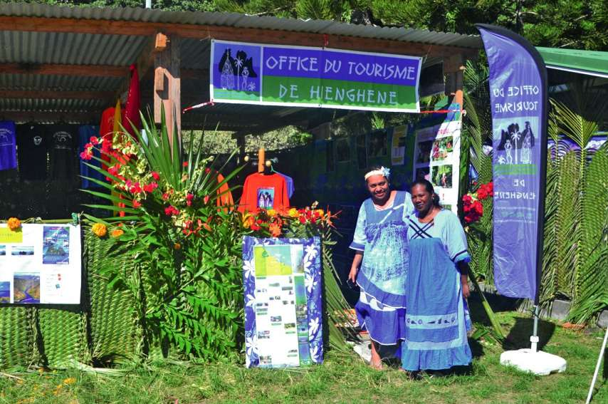 L'office du tourisme de Hienghène était là pour renseigner, distribuer les programmes, prendre les inscriptions et vendait également des tee-shirts de la commune.