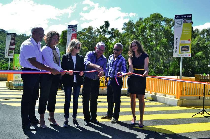 Hier matin, des élus des quatre communes du Grand Nouméa, des représentants de la province Sud et de l\'Ademe, entre autres, se sont donné rendez-vous à Dumbéa-Rivière pour l'inauguration du premier QAV de la ville.Photo : A.T.
