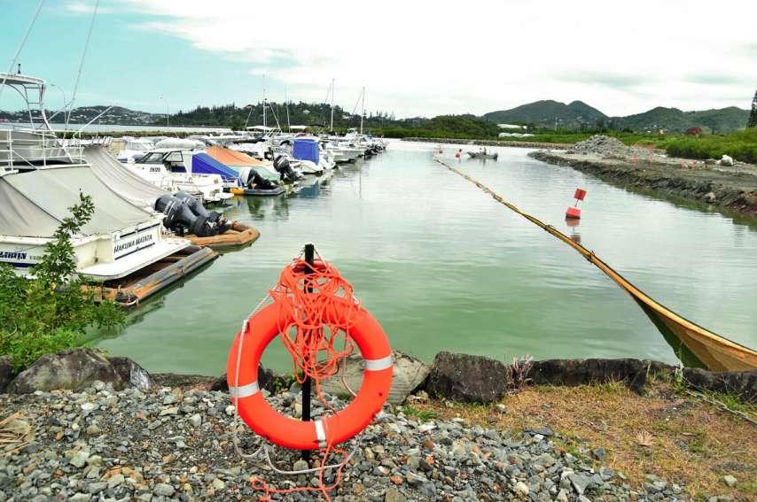 Là où se situe la digue, à droite, prendra place un ponton flottant de 60 places. Le chantier d'agrandissement  de la marina est bien en cours, et les travaux devraient être réceptionnés en mars 2019. Photos A.D.