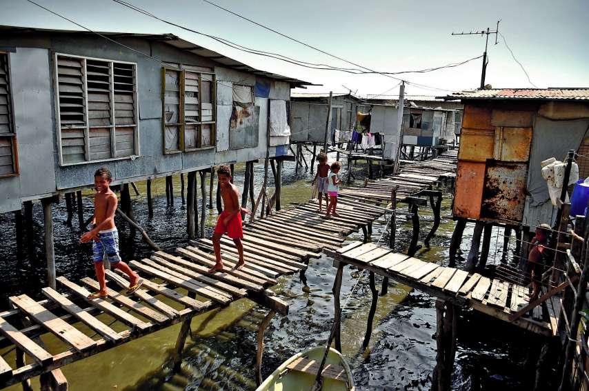 Du point de vue des autorités, le sommet est un coup de projecteur rare sur le plus pauvre des 21 pays de l'Apec : plus d'un tiers des 8,5 millions d'habitants vit sous le seuil de pauvreté. A Port Moresby,  la moitié des 300 000 habitants vit dans des bi