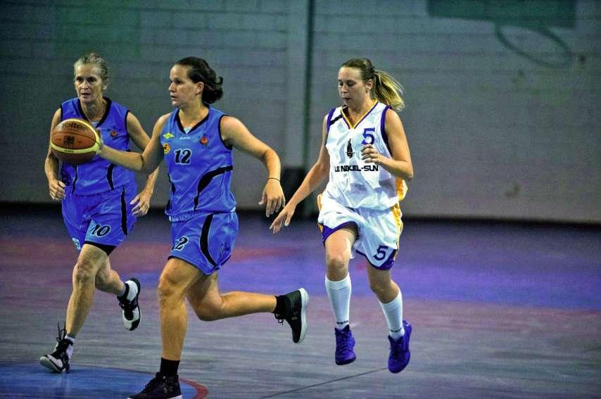 Comme à leur habitude, les joueuses de l'AS 6e Km (en bleu) ont pratiqué un beau basket. Photo Julien Cinier