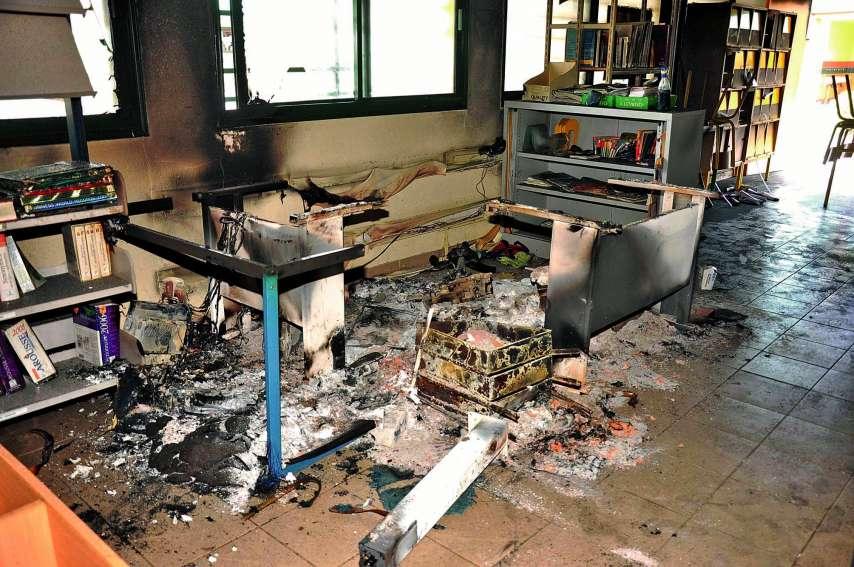Une partie du centre de documentation et d'information du collège a été ravagé par les flammes. Photos I.C.
