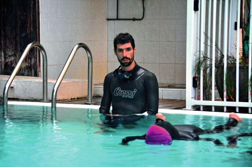 Pierre Crubillé supervisait lundi dernier un entraînement d'apnée statique. Photo F.L.
