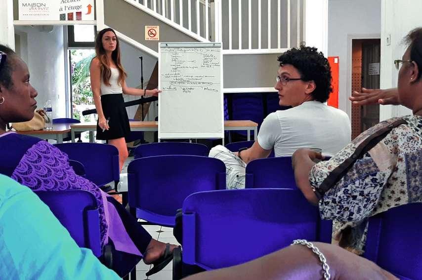 La journée était animée par Julie Revault, chargée d'actions culturelles pour la province Sud. Photo G.C.