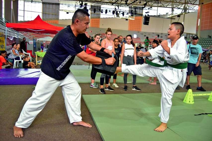 Taekwondo (ici), judo, karaté, aïkido ou encore boxe thaï : les pratiquants d'arts martiaux de tous les âges ont fait leur show samedi, devant un public conquis, qui a aussi pu s'essayer aux parcours d'entraînements, partie intégrante de ce genre d'activi