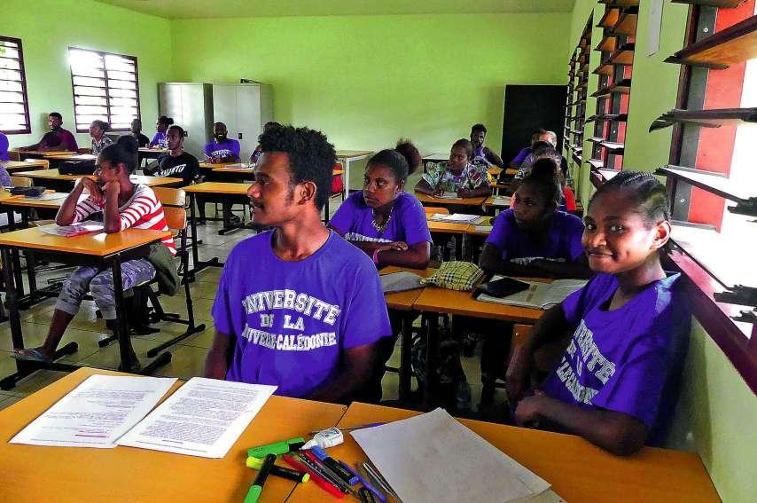 De nombreux élèves en tourisme arborent fièrement leur tenue de l'UNC, qui est partenaire de la licence.Photo : A.T.