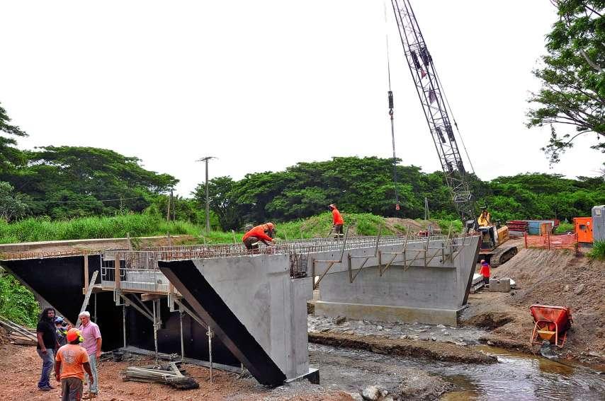 Les travaux pour la réalisation du pont sur la Souha, ou Swaha, sur la route municipale n° 9 (RM9), ont été confiés à l'entreprise ARBE pour un montant de 120 MF selon le montage financier suivant : province Nord 50 % - FIP 20 % - ETR (dotation d'équipeme