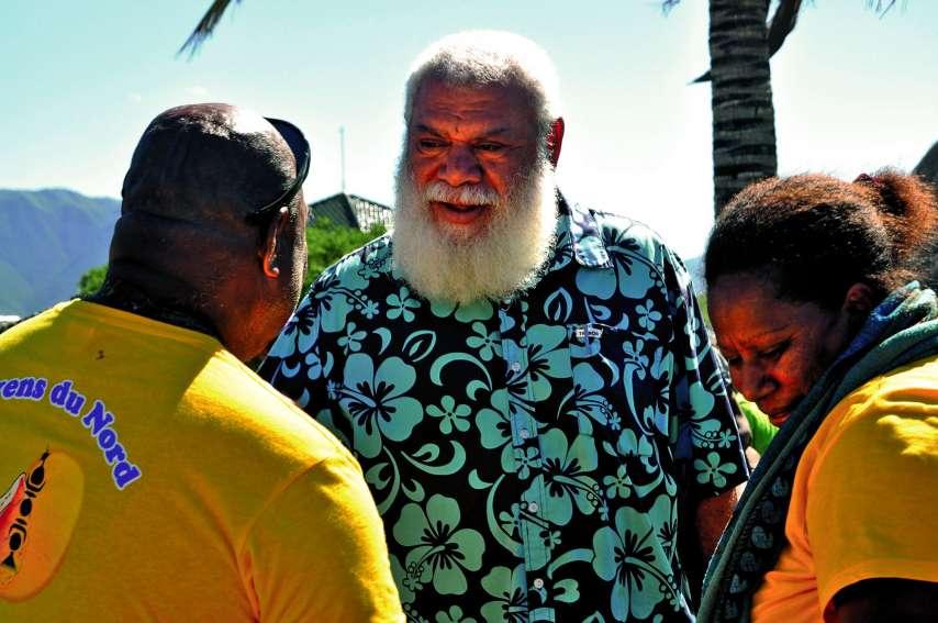 A l'issue de sa réélection, le président de la province Nord, Paul Néaoutyine, a reçu les félicitations d'élus comme de militants ou d'habitants de la région près de l'assemblée. Photos Y.M.
