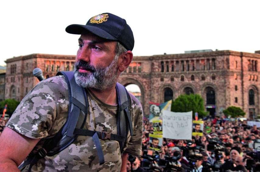 « Ce que peut faire vite Pachinian (sur la photo, il y a un an, participant à la contestation), c'est détruire la corruption qui était devenue une norme sous Sarkissian », explique une Arménienne.Photo Karen Minasyan/AFP