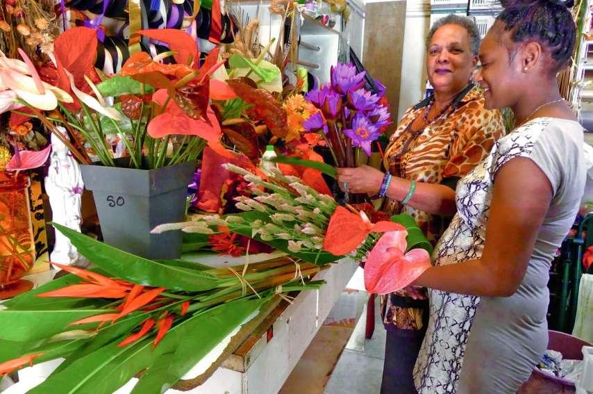 Hier matin, ce n'était pas la foule des grands jours chez Anthinéa fleurs, au Quartier-Latin. Mais pas de quoi en perdre le sourire.Photos A.T.