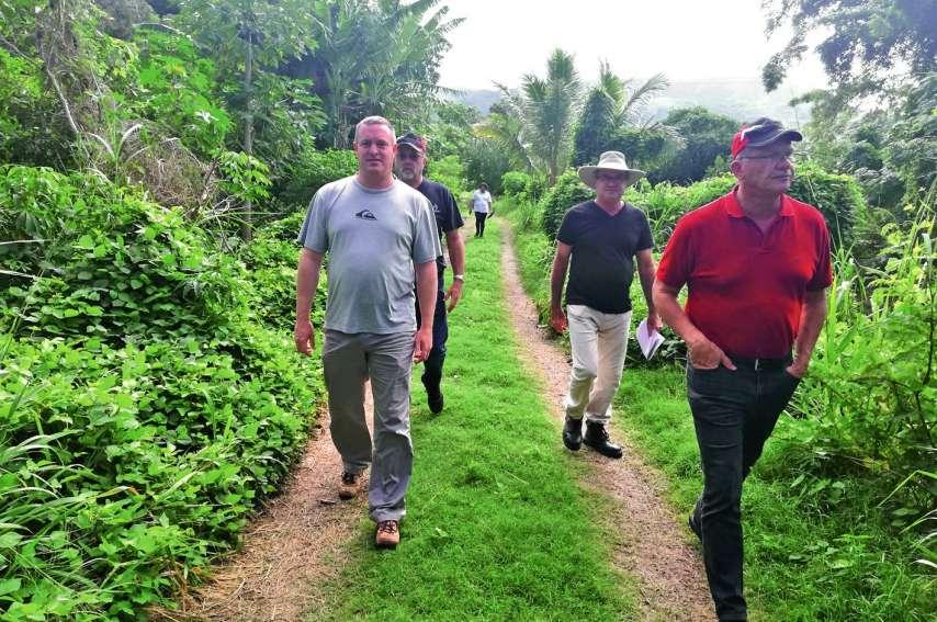 Les élus ont parcouru les 3,6 kilomètres de piste. Pendant la promenade, chacun a émis son avis sur le sentier et évoqué des points à améliorer. Photos A.P