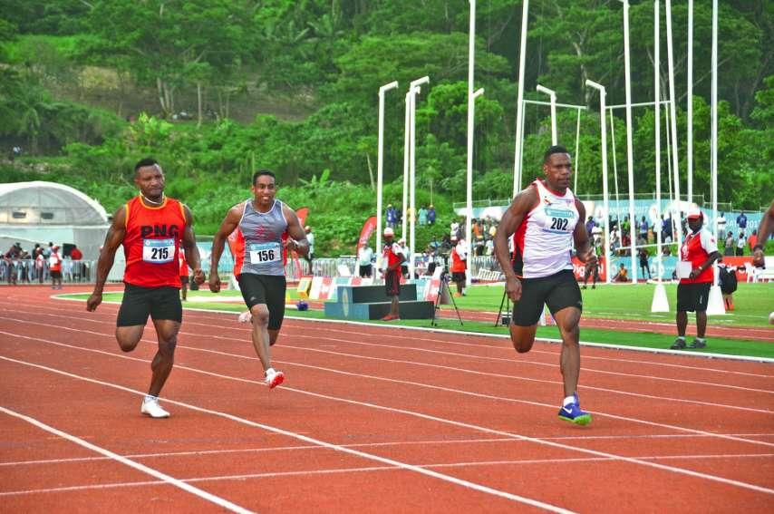 David Alexandrine, au centre, sera une pièce maîtresse du relais 4 x 400 mètres. Les épreuves d'athlétisme se dérouleront en deuxième semaine des Jeux, du lundi 15 au samedi 20 juillet, au Apia Park Stadium. Photo archives LNC
