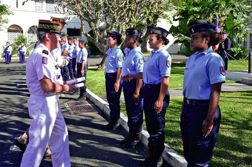 Fières et émues, les jeunes recrues reçoivent leur diplôme après deux mois de formation intensive. Photos Thierry Perron