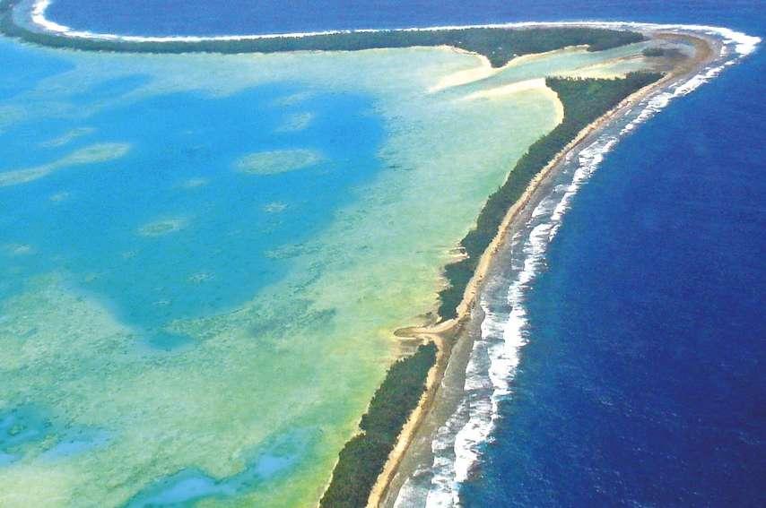 L'Université d'Auckland a passé au crible les changements dans la géographie des neuf atolls coralliens qui constituent les Tuvalu ainsi que 101 îles, entre 1971 et 2014, en se servant de photographies aériennes et d'images satellites. Durant cette périod