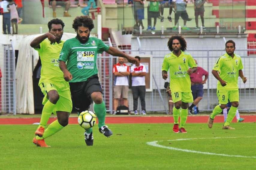 L'an passé, l'AS Magenta de Didier Simane, Richard Sélé et Sheene Wélépane (en jaune) avait difficilement battu Trio Kejeny 2-1 sur la pelouse du stade Numa-Daly.Photo Alain Vartane