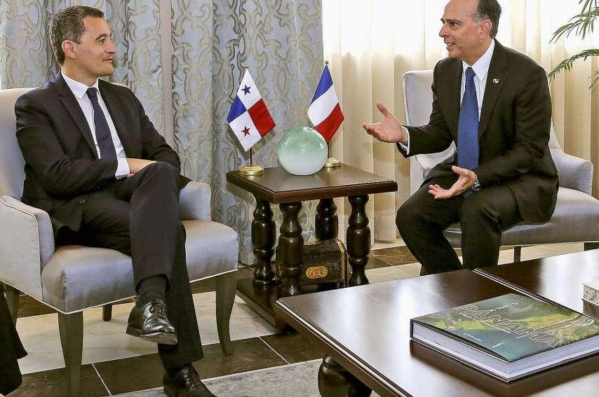Le ministre français du Budget, Gérald Darmanin, et le ministre des Affaires étrangèresdu Panama, Alejandro Ferrer. Photo Luis Acosta/AFP