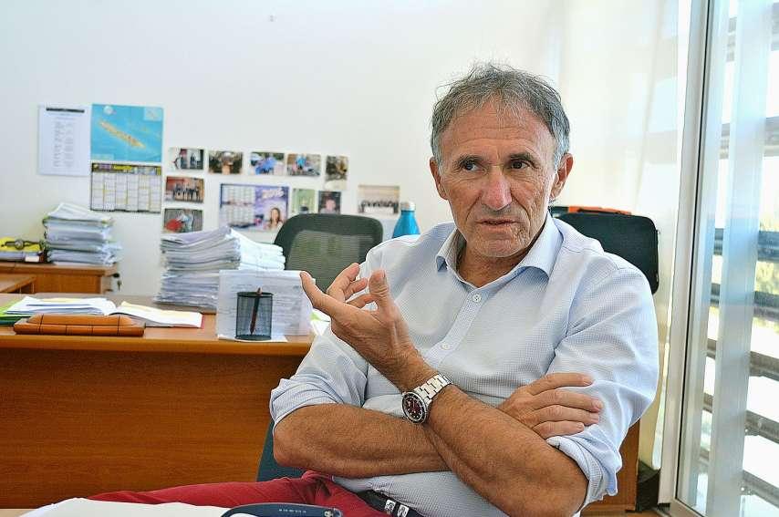Hier matin, l'avocat général Christian Pasta a présenté à la presse les affaires jugées dès la semaine prochaine. A noter que la dernière session d'assises de l'année se déroulera en novembre. Photo A.T.