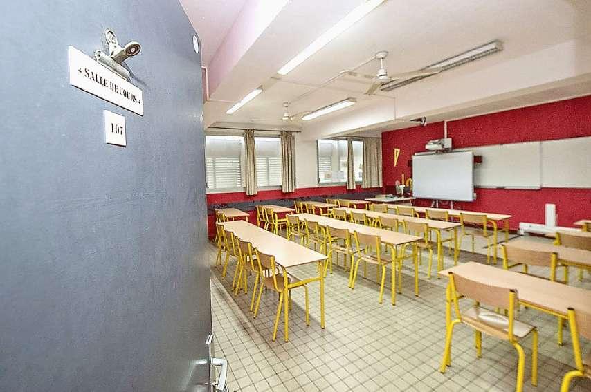 L'agression s'est déroulée devant la salle de cours du professeur de sciences physiques du collège Baudoux, vendredi. Archives LNC