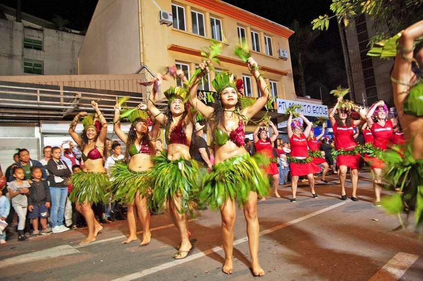 Forte de 170 danseurs, l'école de danse Tahiti Nui a fait forte impression pendant le défilé, livrant une interprétation très convaincante et pleine d'entrain. « C'était évident de participer par rapport au thème. Ça fait plaisir d'être là, tout le monde