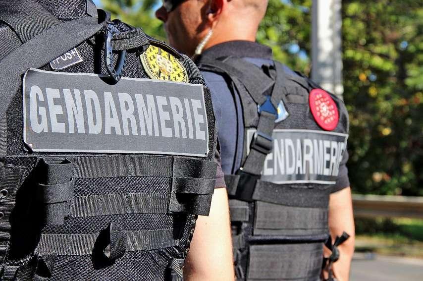 Un gendarme a été victime d'un coup de poing tandis qu'une autre a reçu une pierre à la tête. Elle a dû être hospitalisée. Photo archives LNC