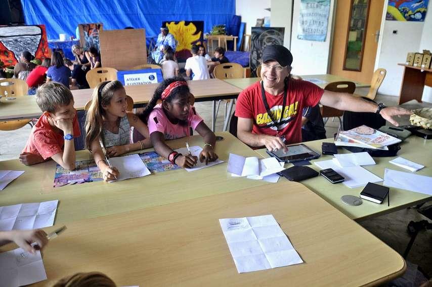 Un atelier « Kid's » a permis aux jeunes, âgés de 6 à 11 ans, guidés par Niko (illustrateur de Frimeurs des îles) de découvrir une autre facette des bandes dessinées. Ils ont commencé par travailler sur les expressions du visage à l'aide de smileys.