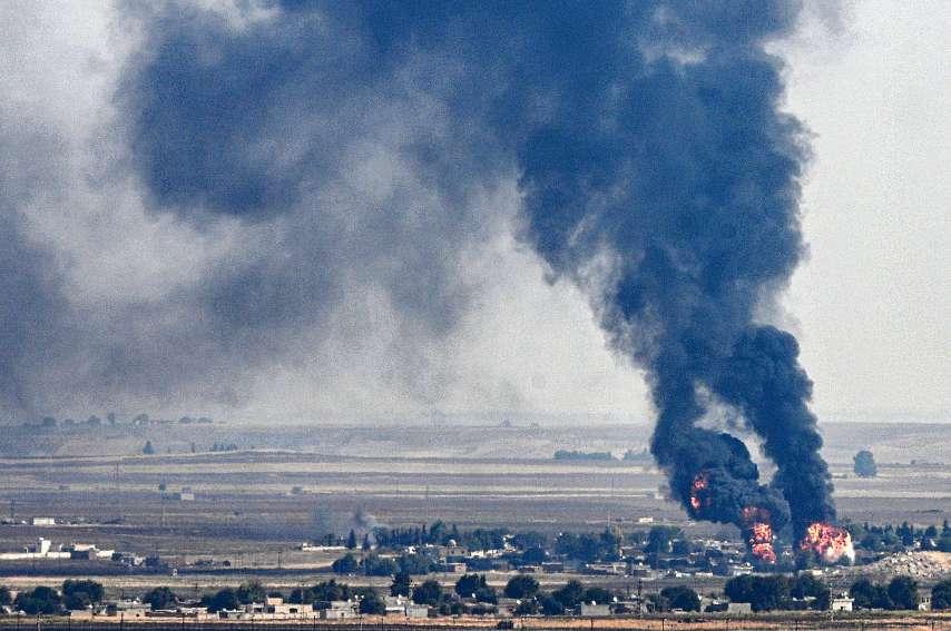 Des combats sporadiques se déroulaient hier matin à Ras al-Aïn, ville frontalière du nord syrien, au lendemain de l\'annonce de la suspension de l\'offensive turque contre les forces kurdes.Photo AFP