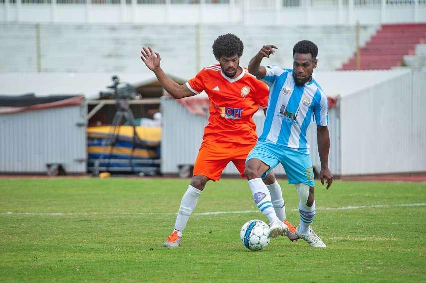Le 5 octobre, déjà au stade Numa-Daly, à Nouméa, l'AS Lössi (en orange) s'était lourdement inclinée 6 à 1 contre Hienghène lors d'un match de la 15e journée de Mobil Super Ligue, le championnat élite calédonien. Photo Cyril Terrien