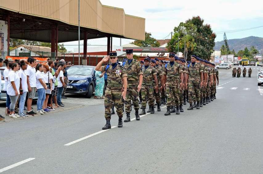 Les deux troupes, baptisées respectivement Satahi (qui signifie union en langue de faga uvea) et Cahan Re Iru (qui veut dire Frère de lutte en nengone) ont clos cette cérémonie par un défilé sur la RT1. Photos N.B.