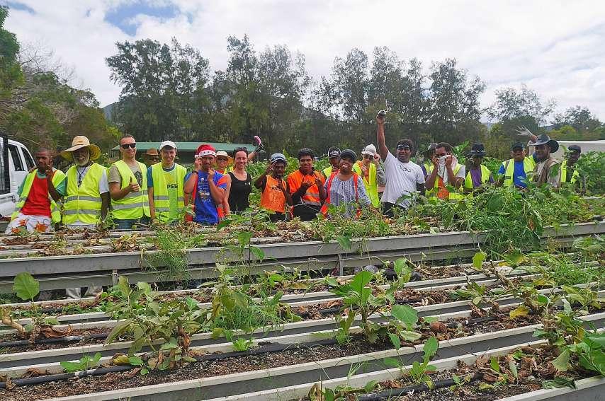 Les bénévoles de Dorcas, de l'Apei et de la Rapsa ont participé au glanage solidaire organisé par ZWP. Photos S.A.