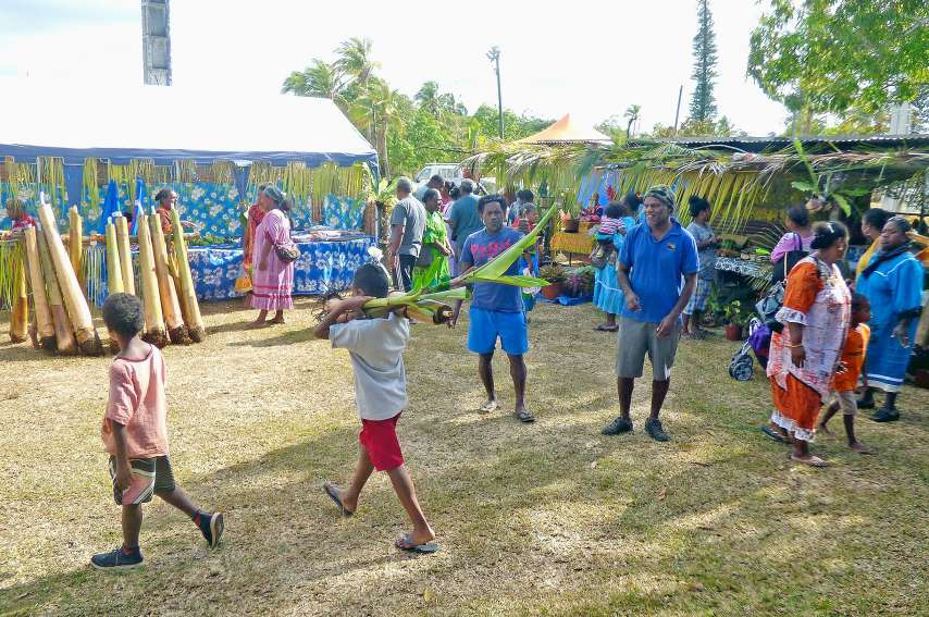 Les visiteurs ont rempli leurs paniers auprès d'une trentaine de petits agriculteurs et ont profité  des conseils et des recettes pour bien cuisiner les ignames, les maniocs, les taros, les pommes de terre, les patates douces ou d'autres produits de la te