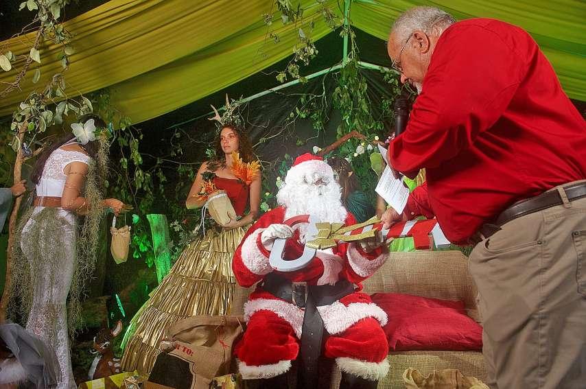 Le père Noël, en plus de ses lutins, sera accompagné par la Reine des neiges.Photo Archives N.B.